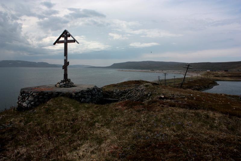 Поклонный крест в Восточном Кильдине