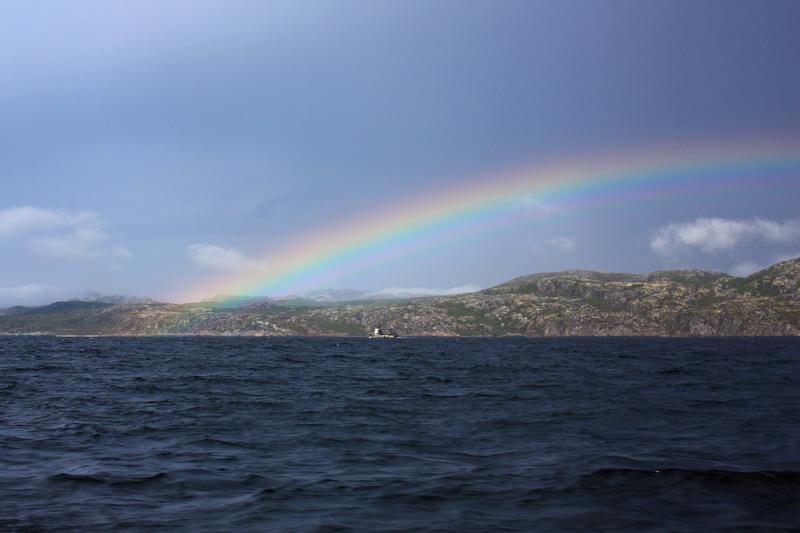 Кольский залив провожает радугой