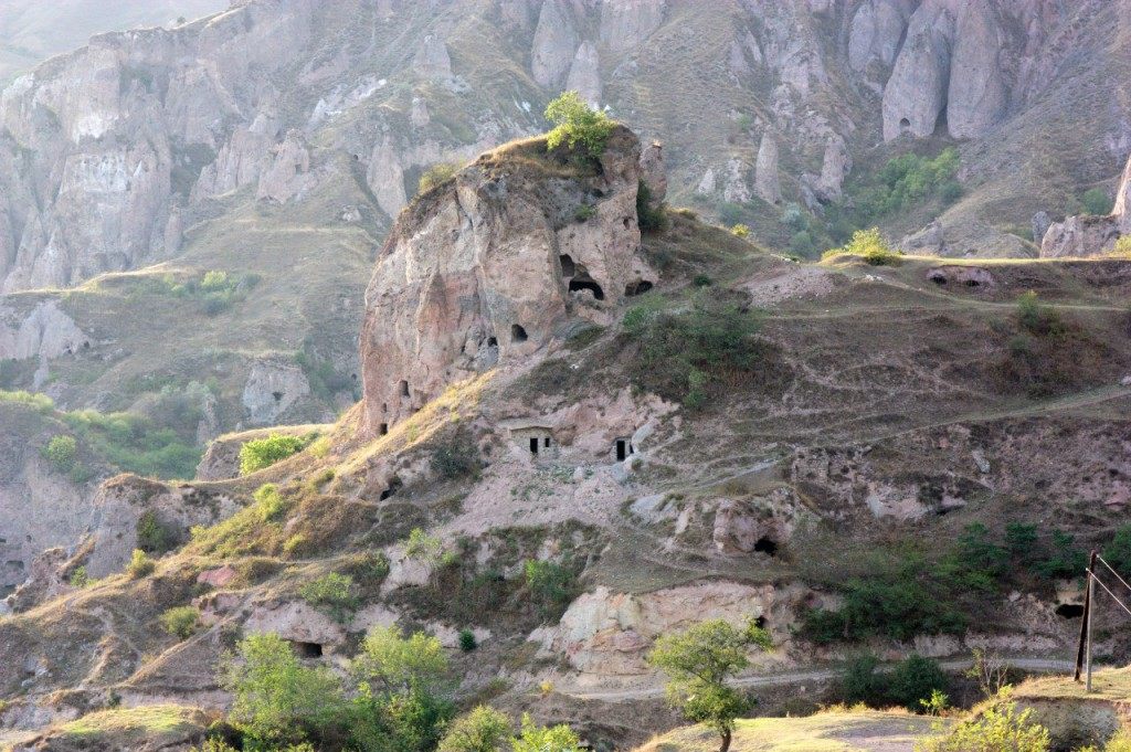 Хндзореск, пещерный город, Армения